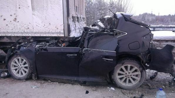 Водитель чудом выжил в страшной аварии на трассе
