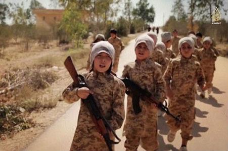 Боевики ИГ создали военный тренировочный лагерь для детей