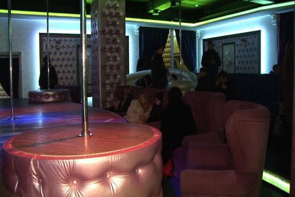 В шоу-баре Волгограда задержали проституток и руководителей