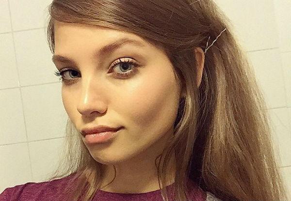Алеся Кафельникова улетела работать моделью в Париж