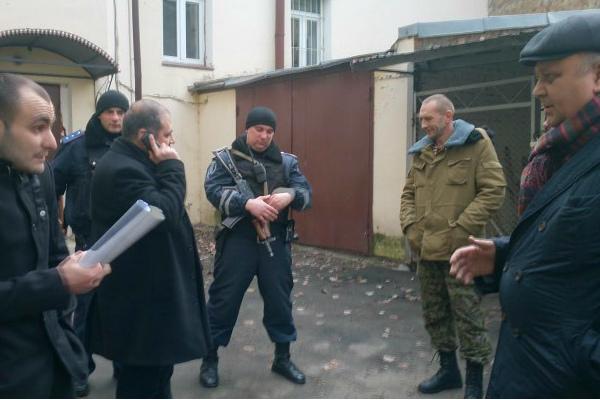 Дезертиры батальона «Айдар» захватывают здания в Киеве