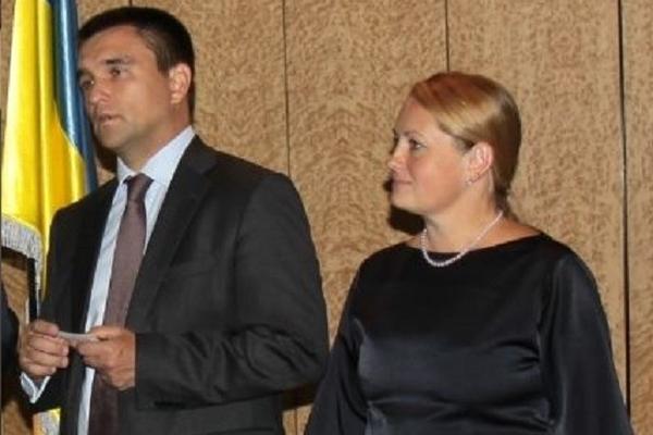 Жена украинского министра оставила его и уехала в Голландию
