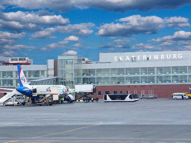 Борт Air France с отказавшим двигателем сел в аэропорту Екатеринбурга