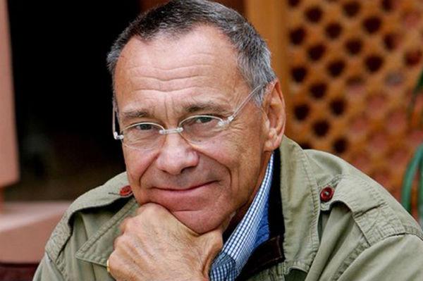 Андрей Кончаловский перенес операцию на колене