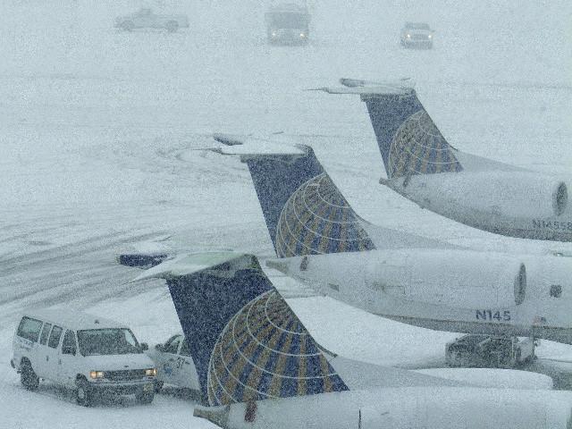 В Техасе после ледяного дождя отменили около тысячи авиарейсов