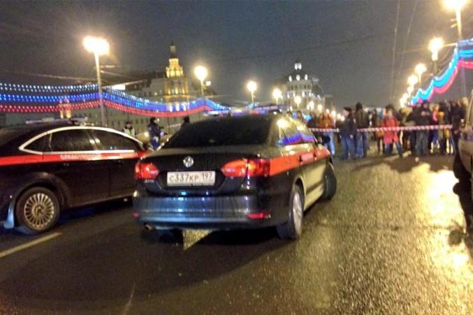 Во время убийства Немцова по мосту проезжало три белых автомобиля