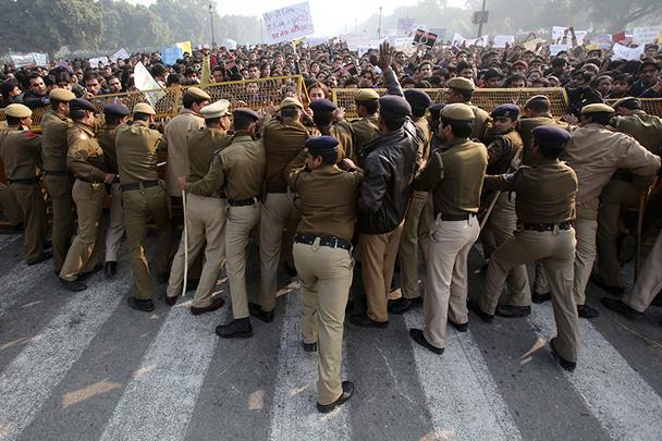 В столице Индии прошли манифестации сторонников Дня святого Валентина