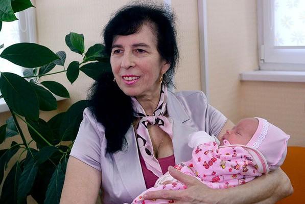62-летняя москвичка родила дочь Клеопатру