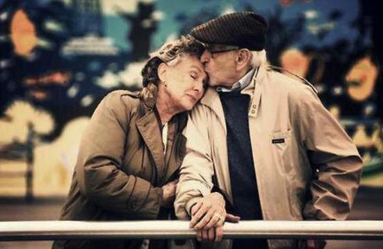 Супруги скончались в один день после 67 лет совместной жизни