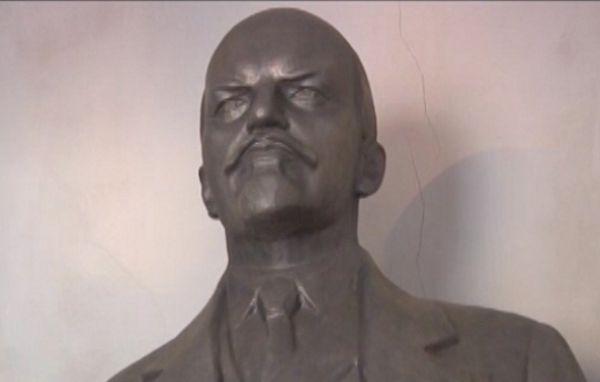 Из гаража в Волгодонске украли двухметрового Владимира Ленина
