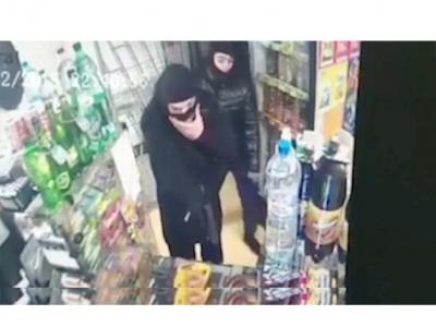 Четверо парней грабили супермаркеты, пугая продавцов оружием