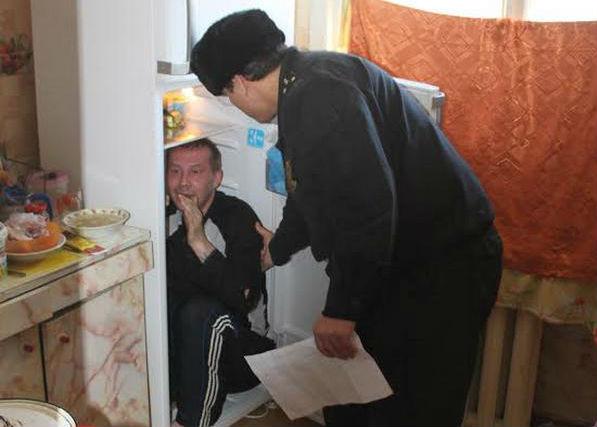 В Екатеринбурге обвиняемый спрятался от суда в холодильнике