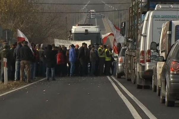 Польские фермеры протестуют против выделения помощи Украине