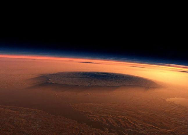 NASA зафиксировало на Марсе пыльные бури и полярное сияние