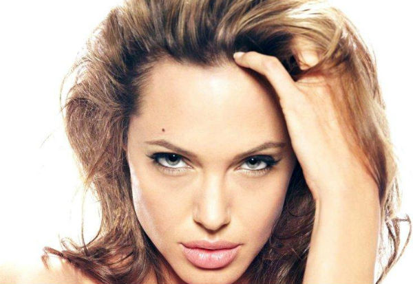 Анджелина Джоли удалила яичники