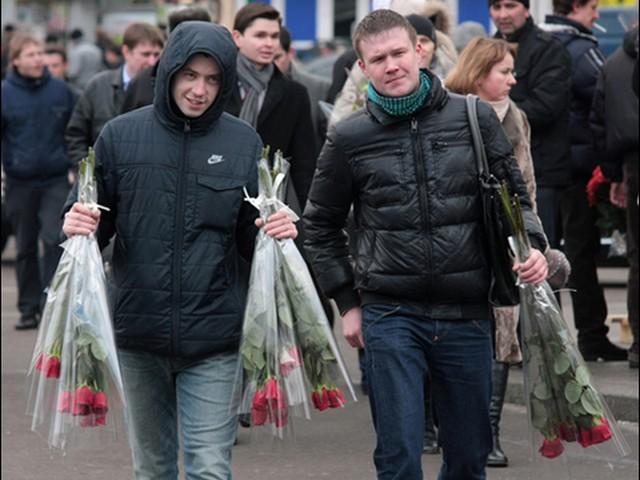 Большинство россиян сэкономят на подарках женщинам 8 марта