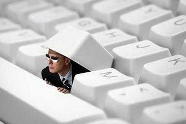 Люди со всего мира выступили против слежки США через Интернет