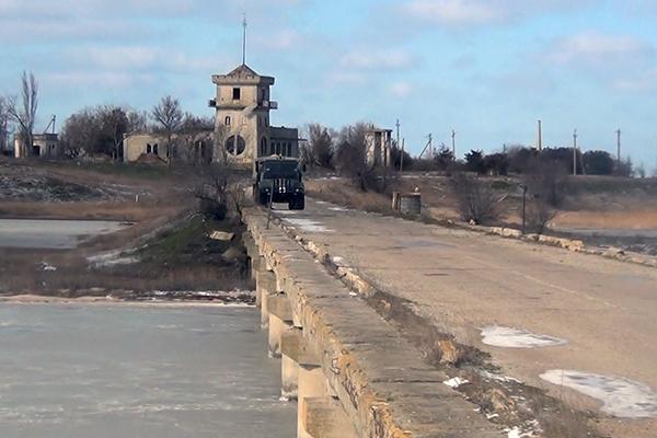 ФСБ: Украина заминировала два автомобильных моста в Крым