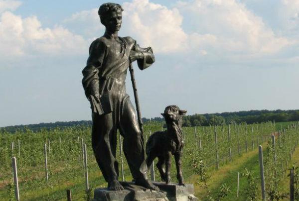 В селе, где родился Тарас Шевченко, похищен его памятник