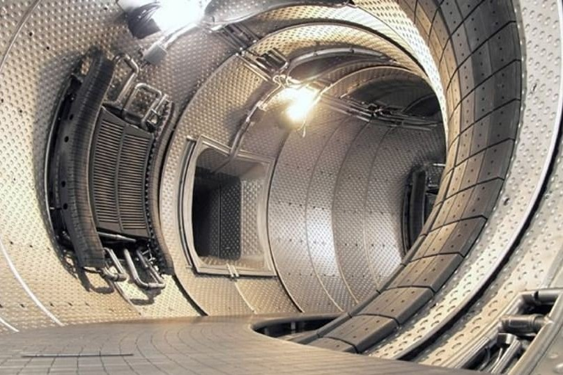 Граждане Молдавии попытались украсть медь с термоядерной установки в Москве