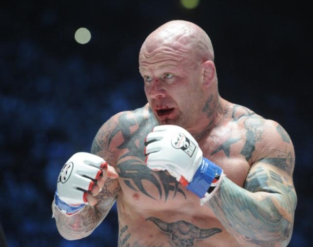 Американский боец Монсон сделал татуировку Родины-матери