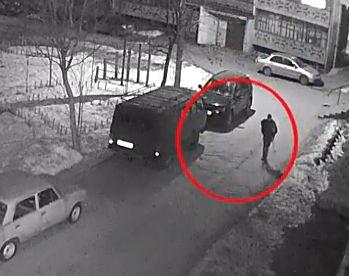 Опубликовано видео с предполагаемым убийцей девушки в Петрозаводске