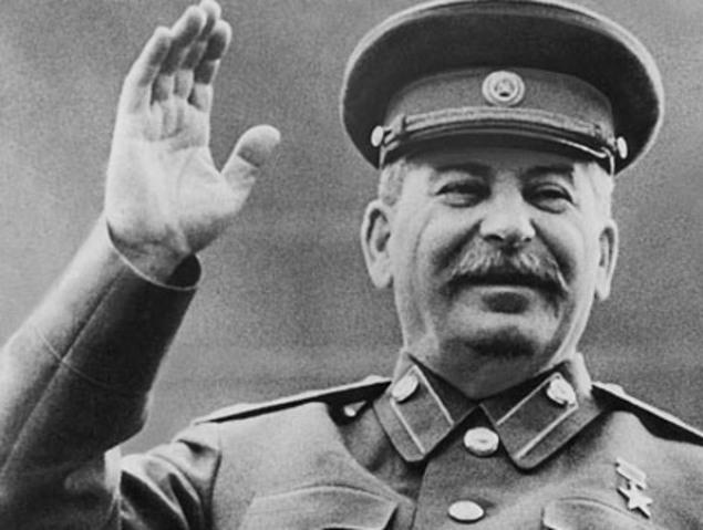 Россияне называют смерть Сталина