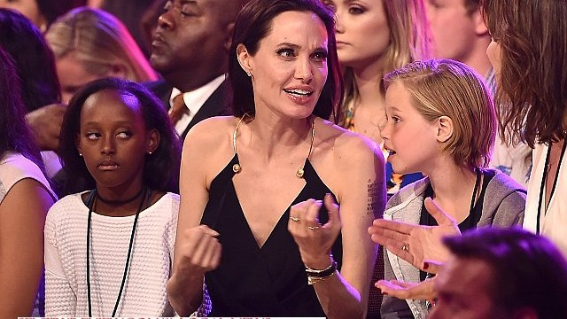 Джоли с дочерьми