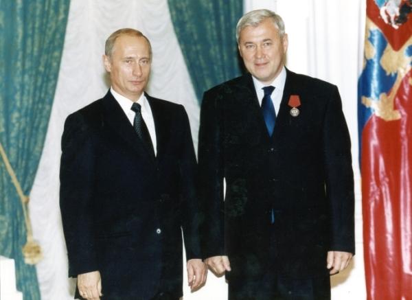 Путин наградил справедливоросса Аксакова