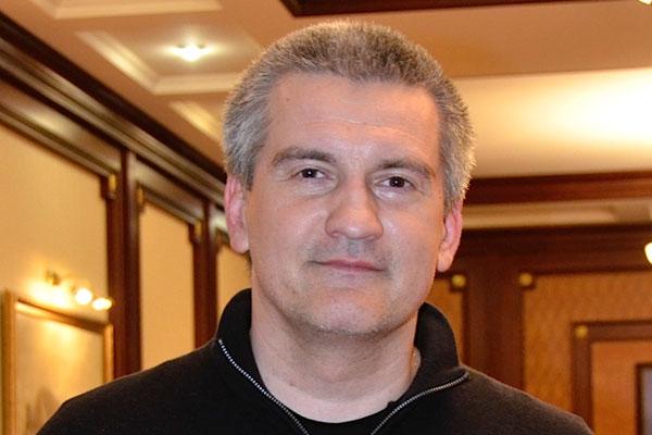 Глава Крыма порезал себе зарплату