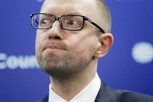 Медведчук: Смысл фраз Яценюка с каждым разом все туманнее