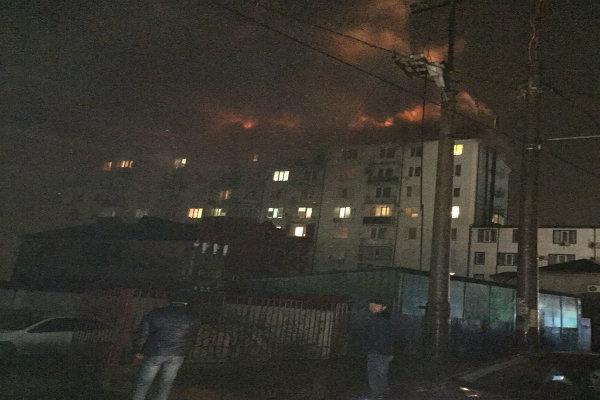 В Махачкале горит жилой дом