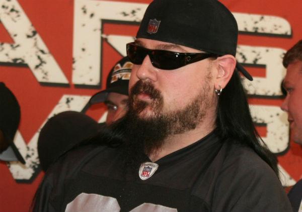 Гитарист Slipknot понесет наказание за драку на ножах