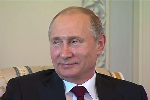 Путин с улыбкой прокомментировал слухи о своей болезни