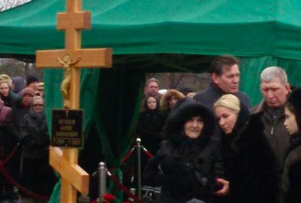 Немцова похоронили на Троекуровском кладбище