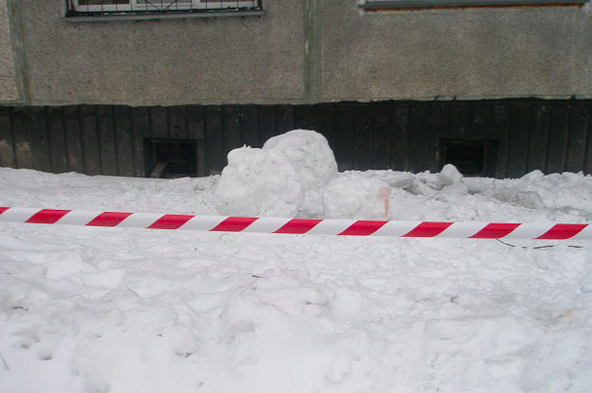 Глыба льда раздавила 6-летнюю девочку в Кировской области