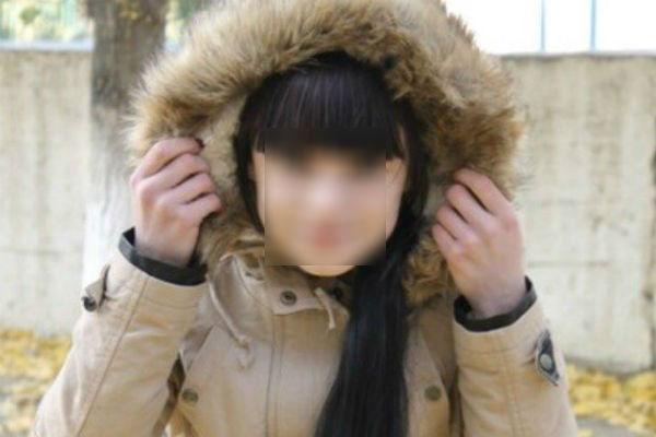 15-летнюю девочку расстреляли у торгового центра Волгограда из-за парня