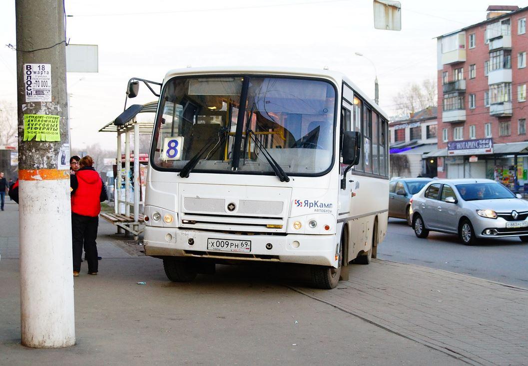 В Твери водитель маршрутного автобуса умышленно переехал пешехода