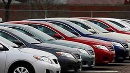 В июне продажи автомобилей упали на треть