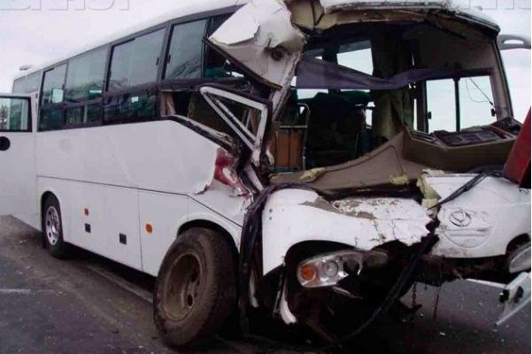 Автобус сдуло с обледеневшей трассы под Ростовом