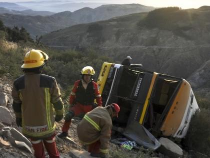 В Китае автобус оперной труппы упал со скалы, 20 человек погибли