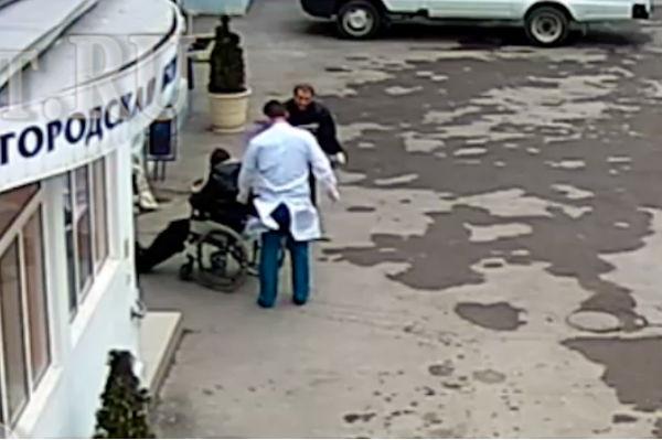 Уволены врачи, выбросившие пенсионера умирать на улицу