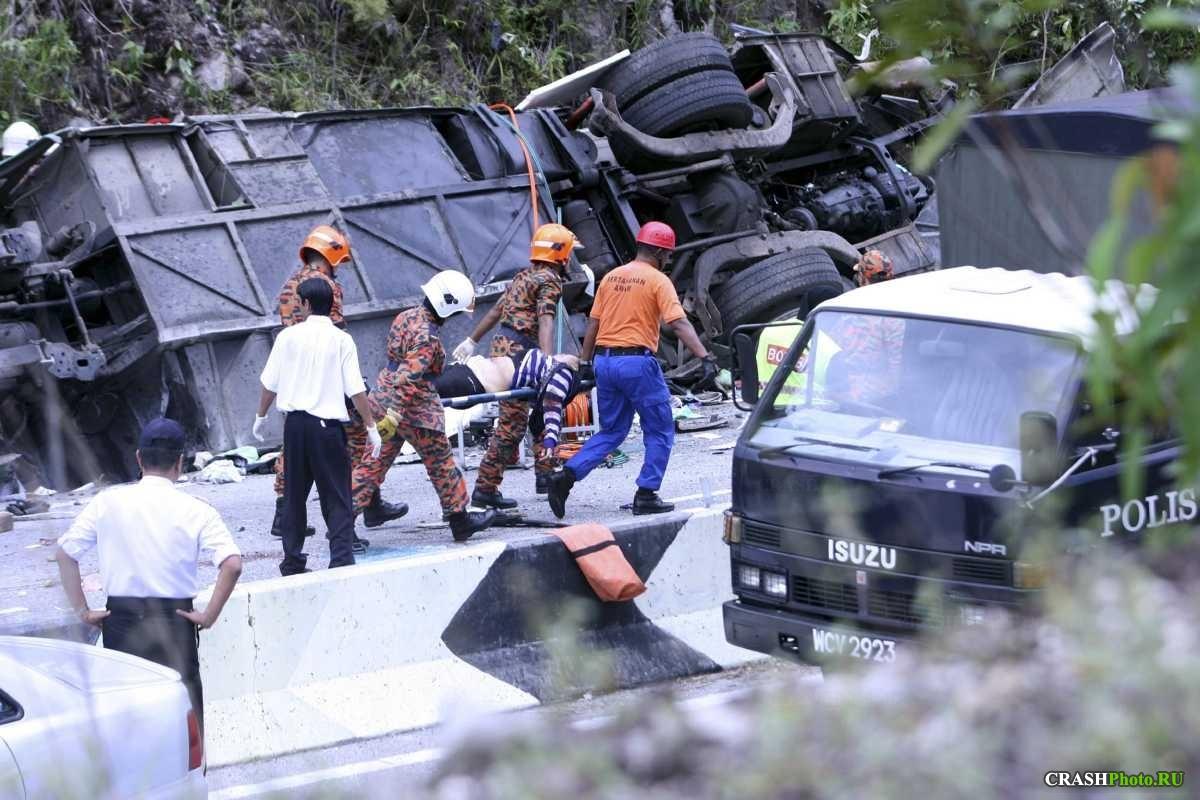 Страшное ДТП в Малайзии, более 40 человек пострадали
