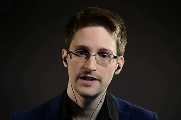 Сноуден запросил убежища в Швейцарии