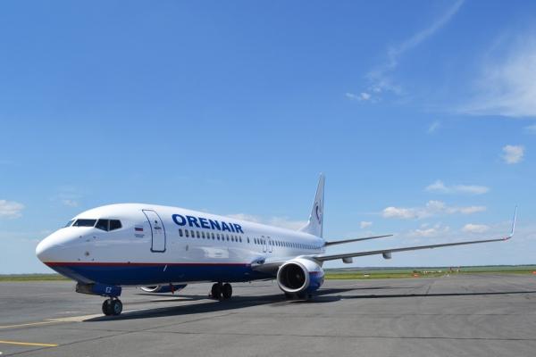 Boeing 737 с отказавшим двигателем приземлился в Пулково