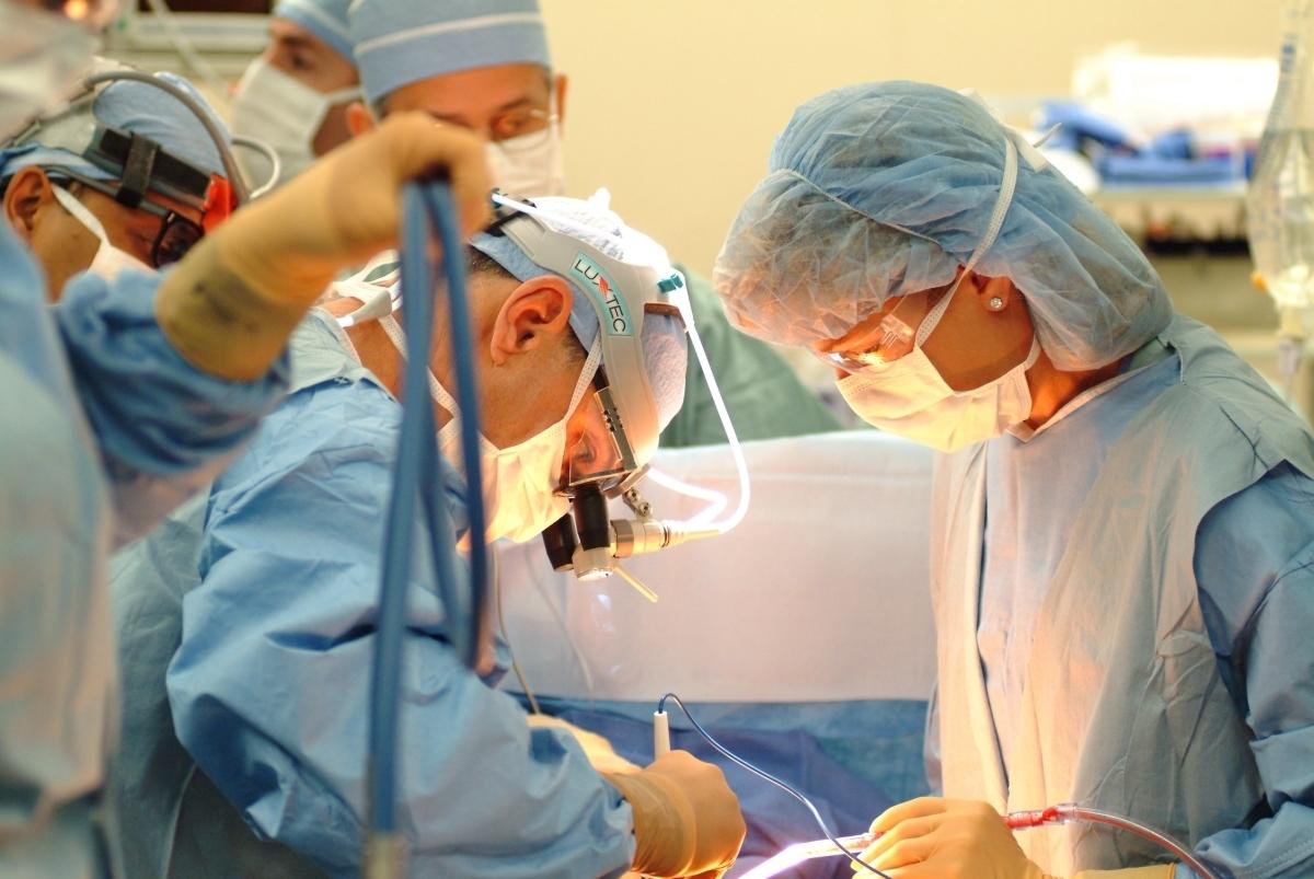 Возбуждено дело на египетских хирургов, забывших салфетку в теле русской девочки