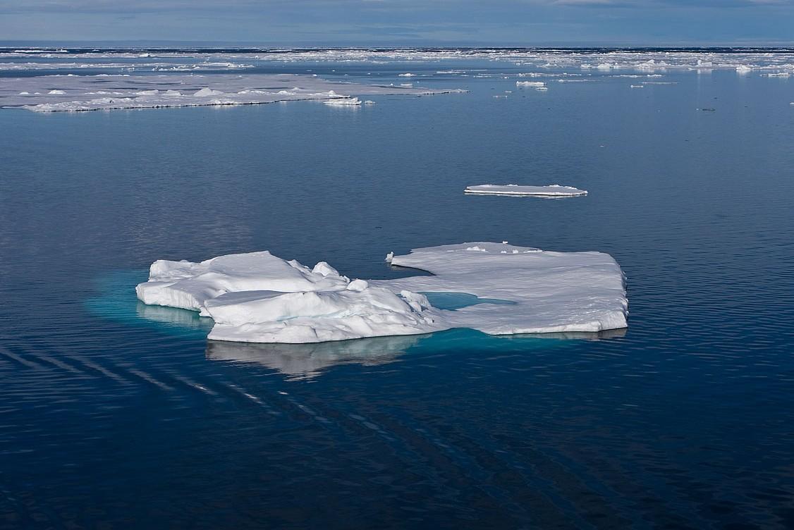 8-летнюю девочку унесло на оторвавшейся льдине