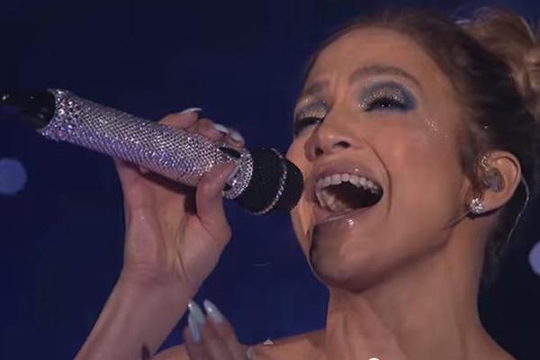 Дженнифер Лопес выступила на шоу в необыкновенном