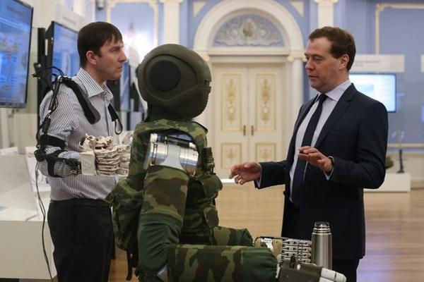 Медведев одобрил идею чемпионата мира по шахматам среди роботов