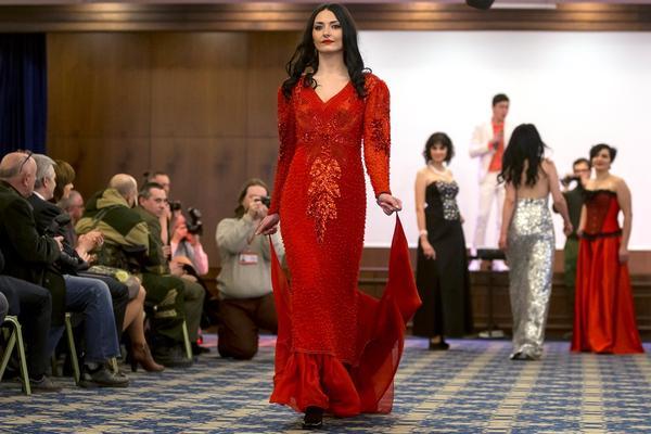 Главные красотки ополчения состязались в конкурсе «Мисс ДНР»